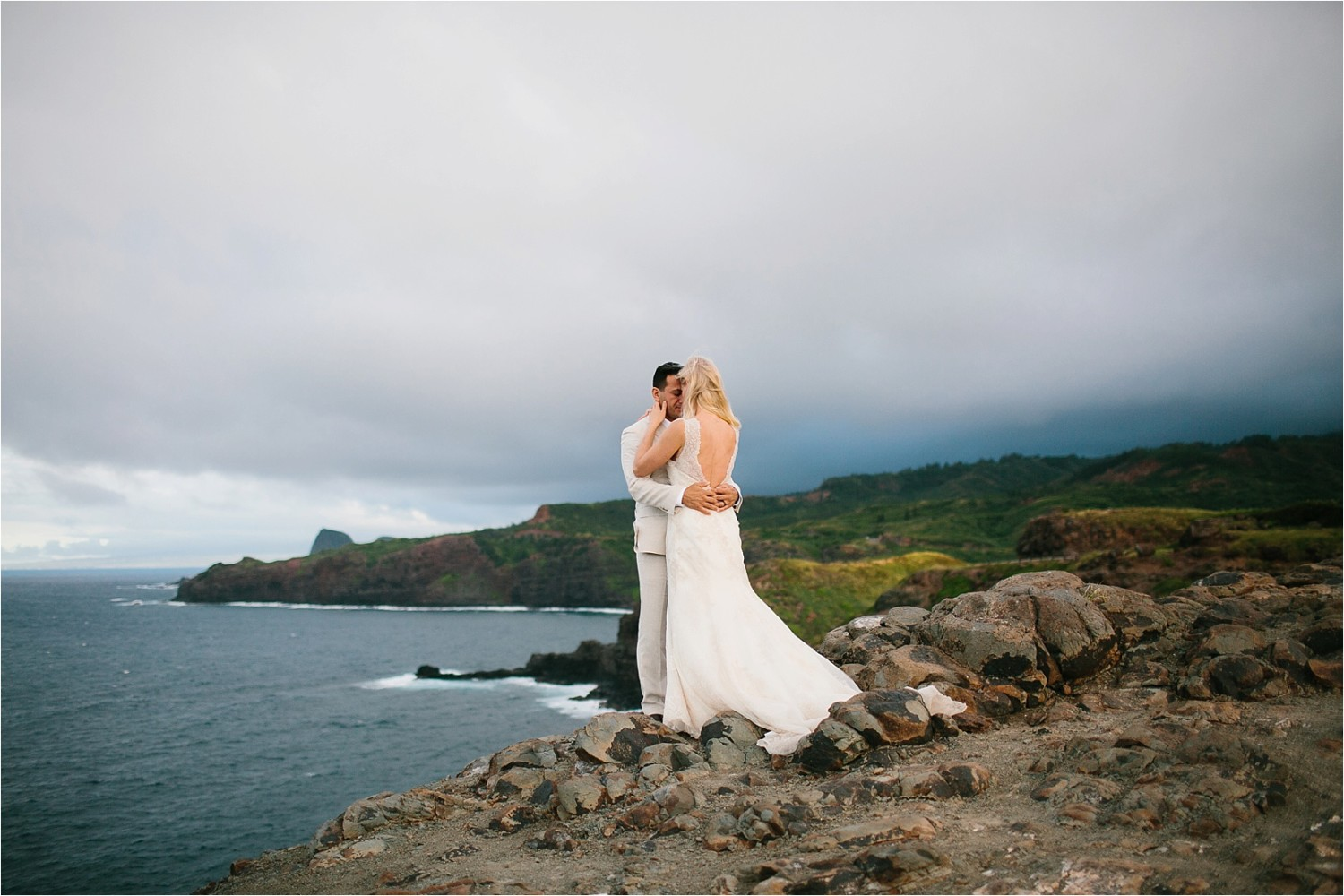 Tawnya + Serge || a windy after-session on a maui cliffside