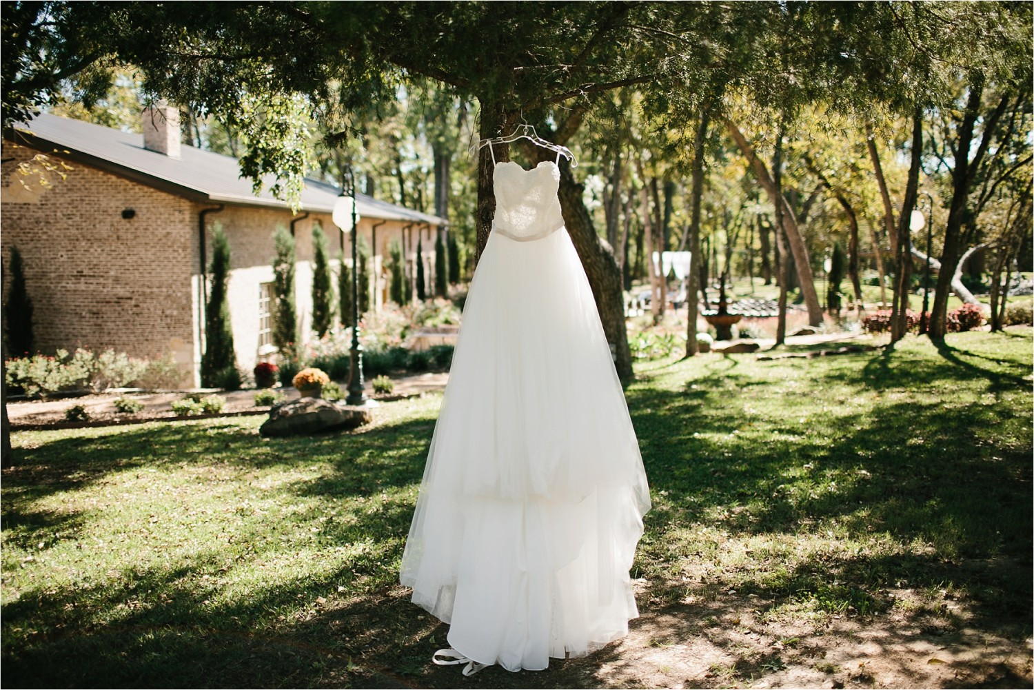 brad-lara-__-a-grey-and-blush-pink-intimate-wedding-at-hidden-waters-event-center-in-waxahachie-tx-by-north-texas-wedding-photographer-rachel-meagan-photography-_-003