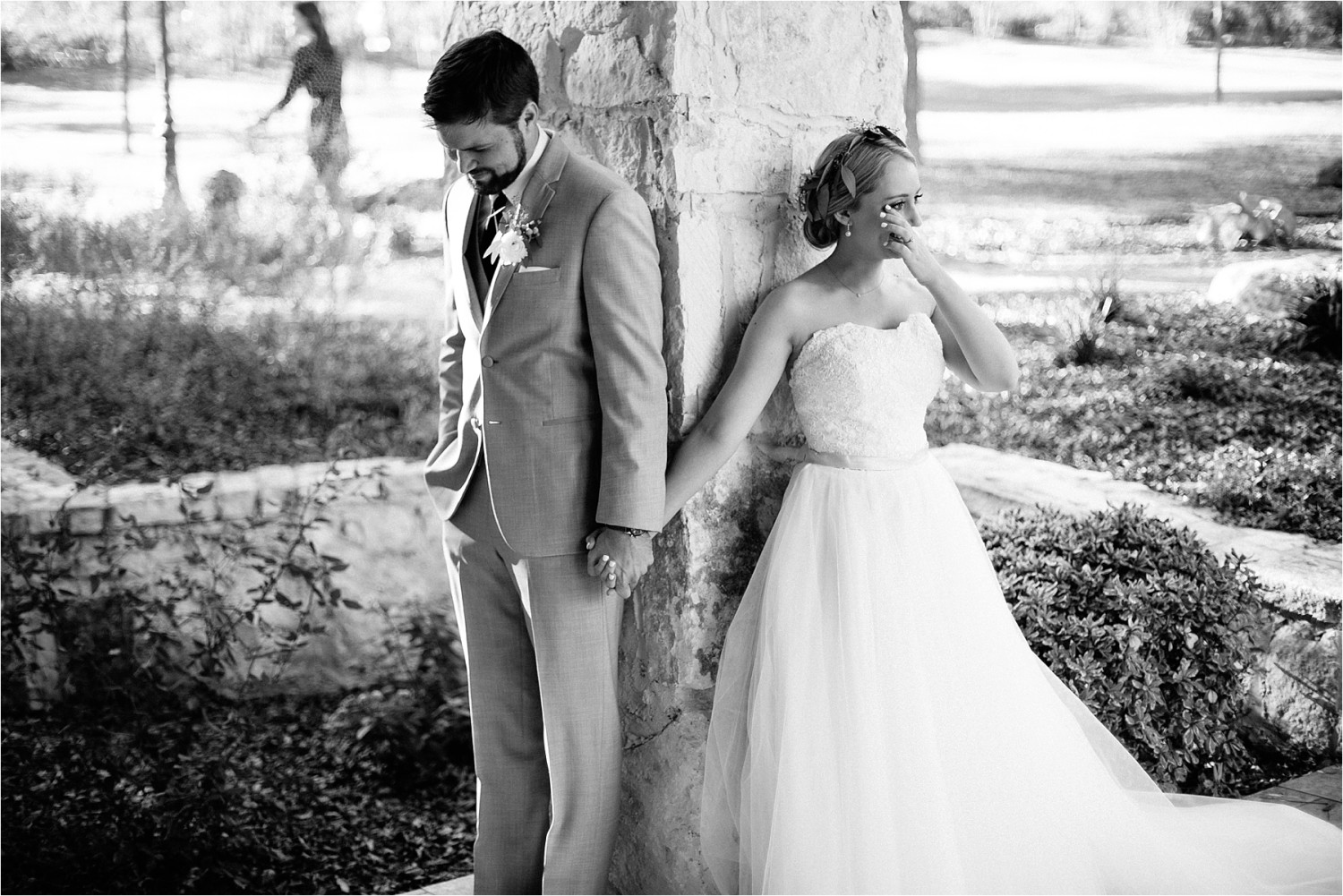 brad-lara-__-a-grey-and-blush-pink-intimate-wedding-at-hidden-waters-event-center-in-waxahachie-tx-by-north-texas-wedding-photographer-rachel-meagan-photography-_-034