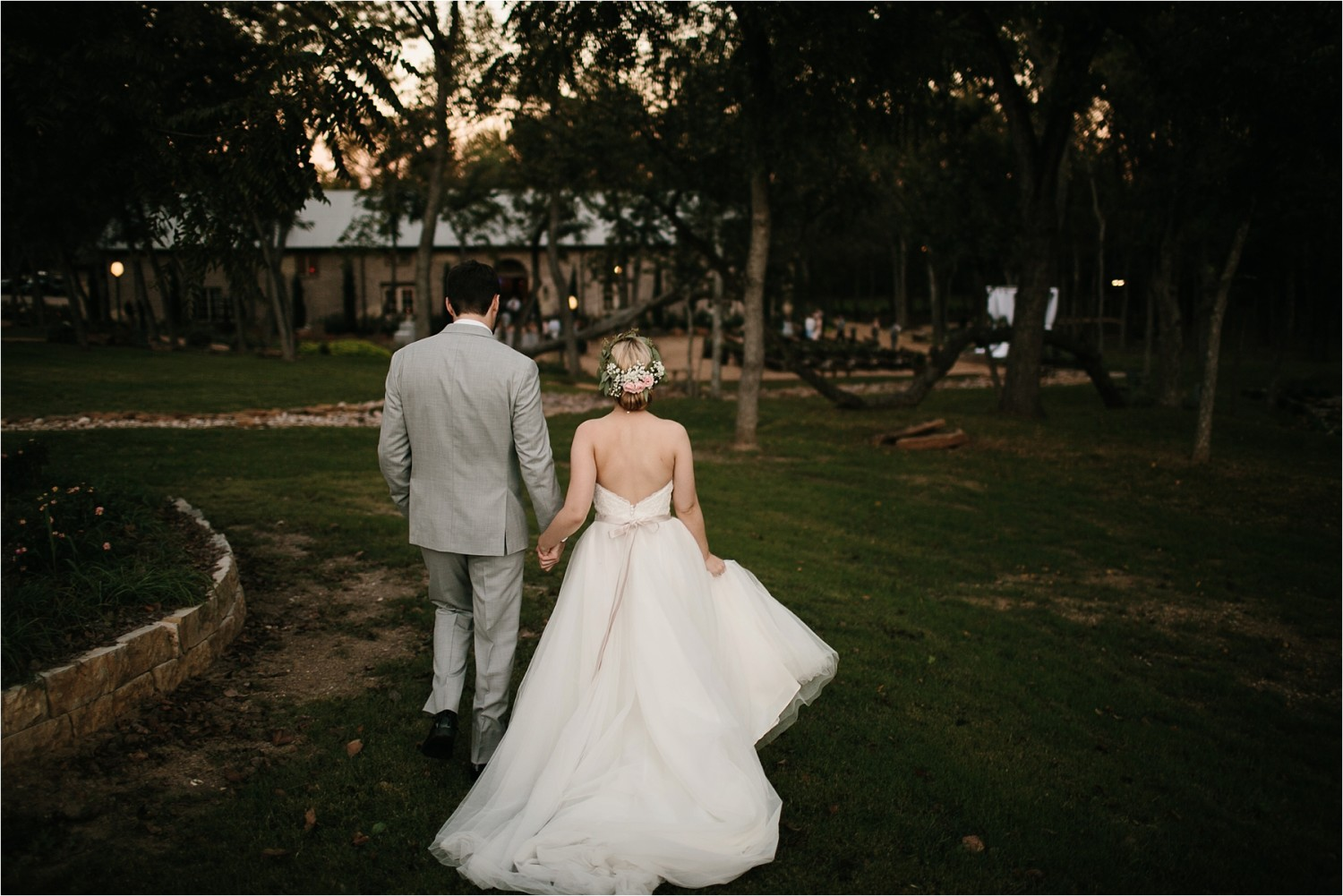 brad-lara-__-a-grey-and-blush-pink-intimate-wedding-at-hidden-waters-event-center-in-waxahachie-tx-by-north-texas-wedding-photographer-rachel-meagan-photography-_-075