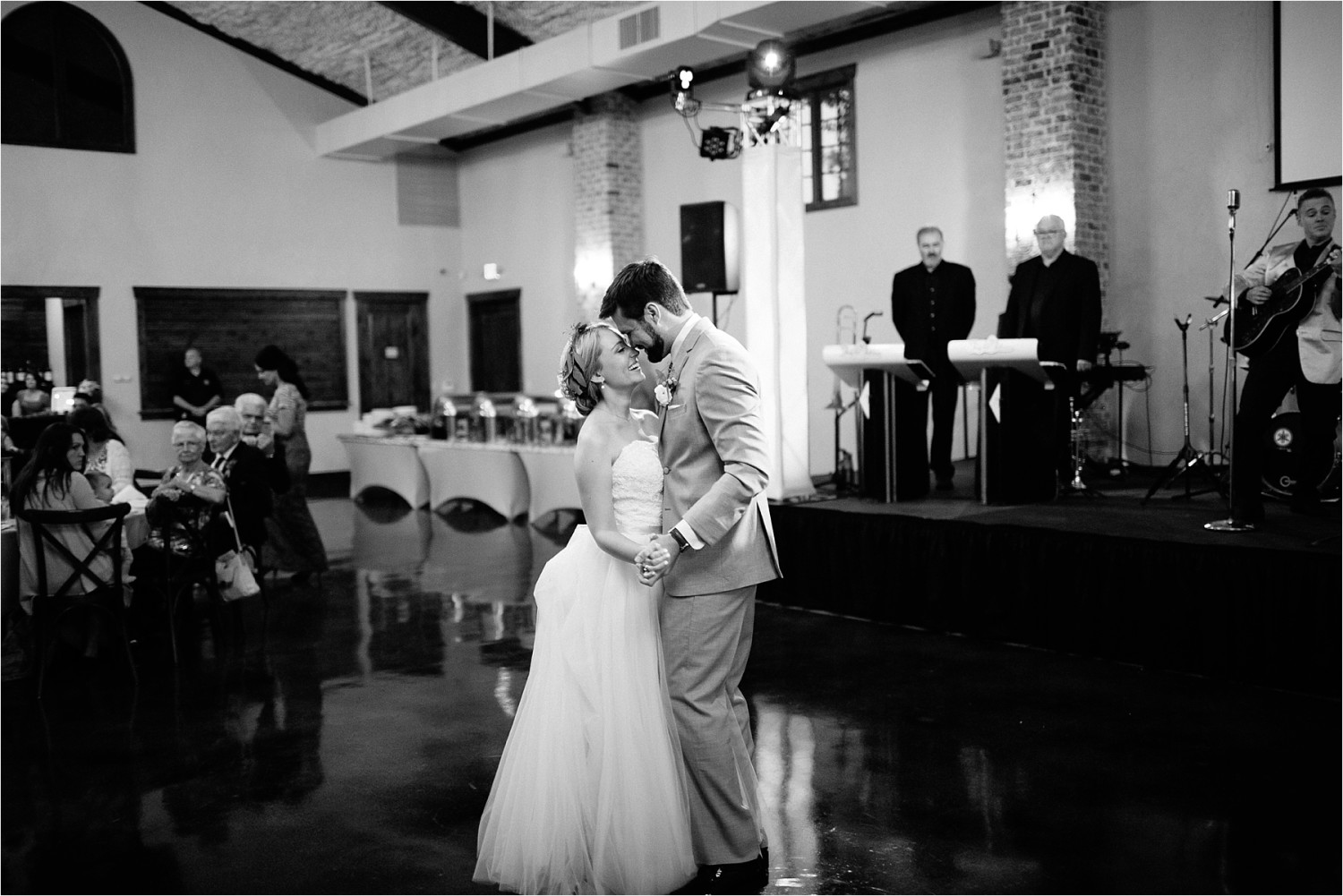 brad-lara-__-a-grey-and-blush-pink-intimate-wedding-at-hidden-waters-event-center-in-waxahachie-tx-by-north-texas-wedding-photographer-rachel-meagan-photography-_-080