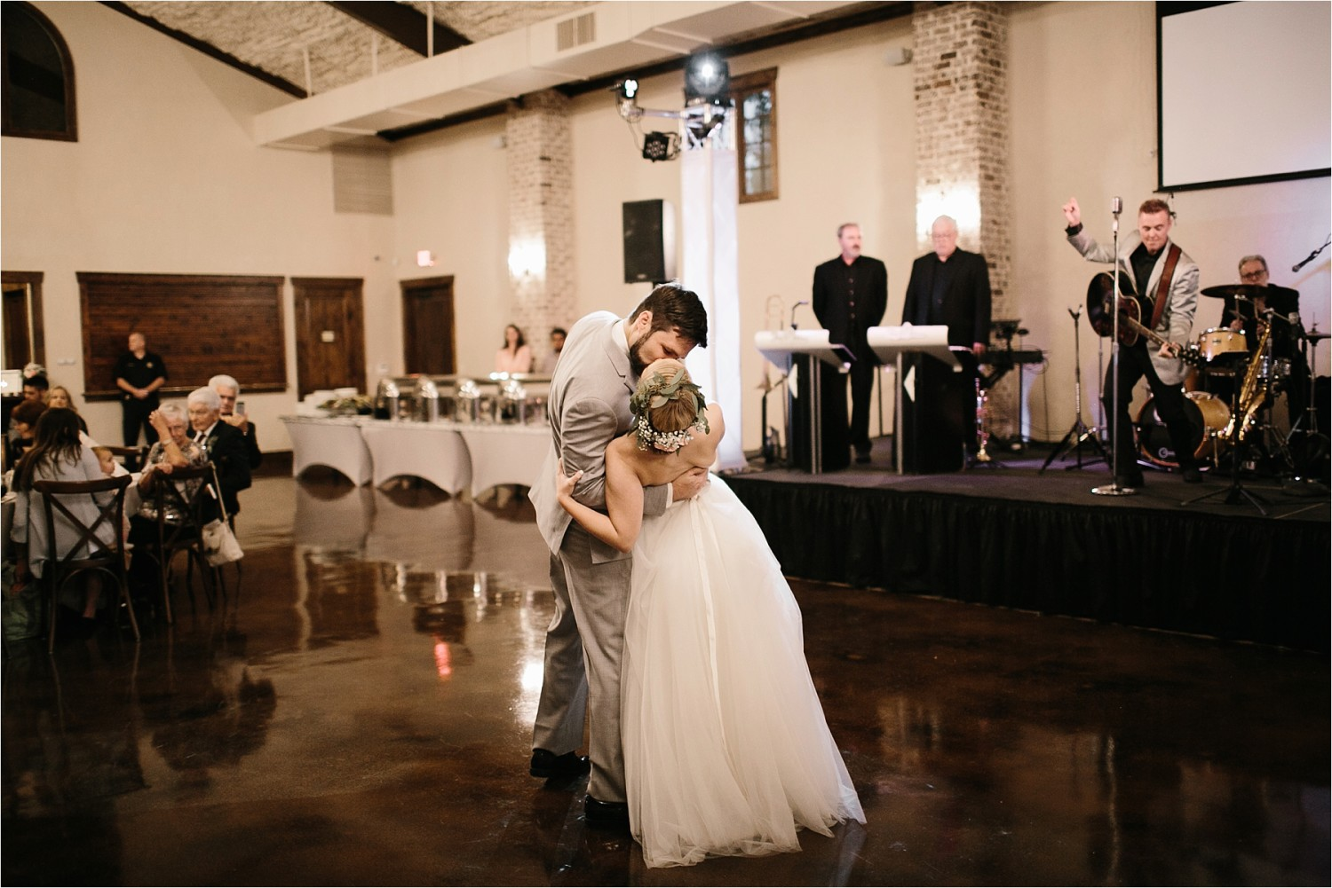 brad-lara-__-a-grey-and-blush-pink-intimate-wedding-at-hidden-waters-event-center-in-waxahachie-tx-by-north-texas-wedding-photographer-rachel-meagan-photography-_-081