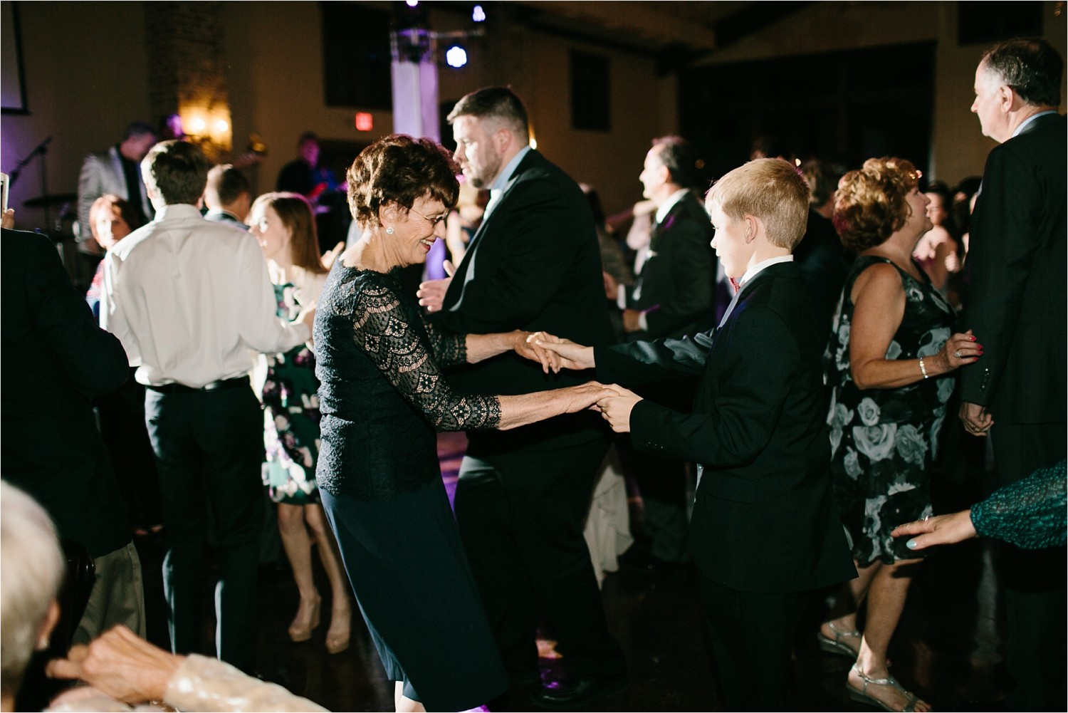 brad-lara-__-a-grey-and-blush-pink-intimate-wedding-at-hidden-waters-event-center-in-waxahachie-tx-by-north-texas-wedding-photographer-rachel-meagan-photography-_-089