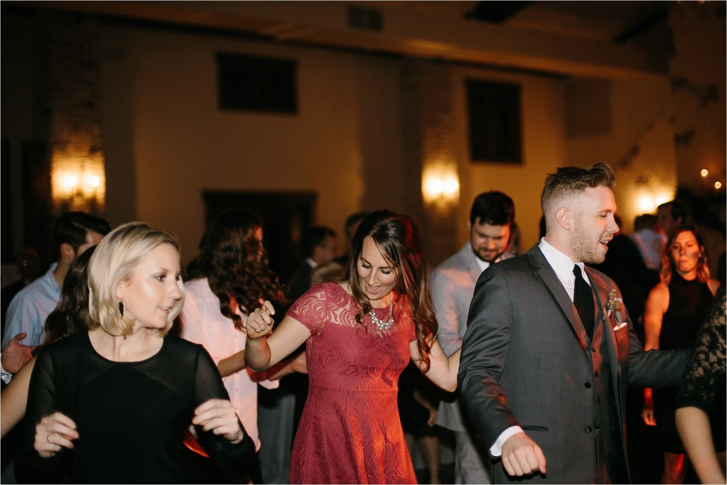 brad-lara-__-a-grey-and-blush-pink-intimate-wedding-at-hidden-waters-event-center-in-waxahachie-tx-by-north-texas-wedding-photographer-rachel-meagan-photography-_-090
