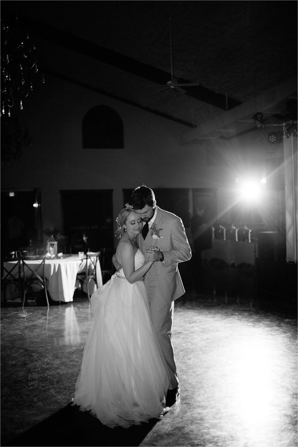 brad-lara-__-a-grey-and-blush-pink-intimate-wedding-at-hidden-waters-event-center-in-waxahachie-tx-by-north-texas-wedding-photographer-rachel-meagan-photography-_-098