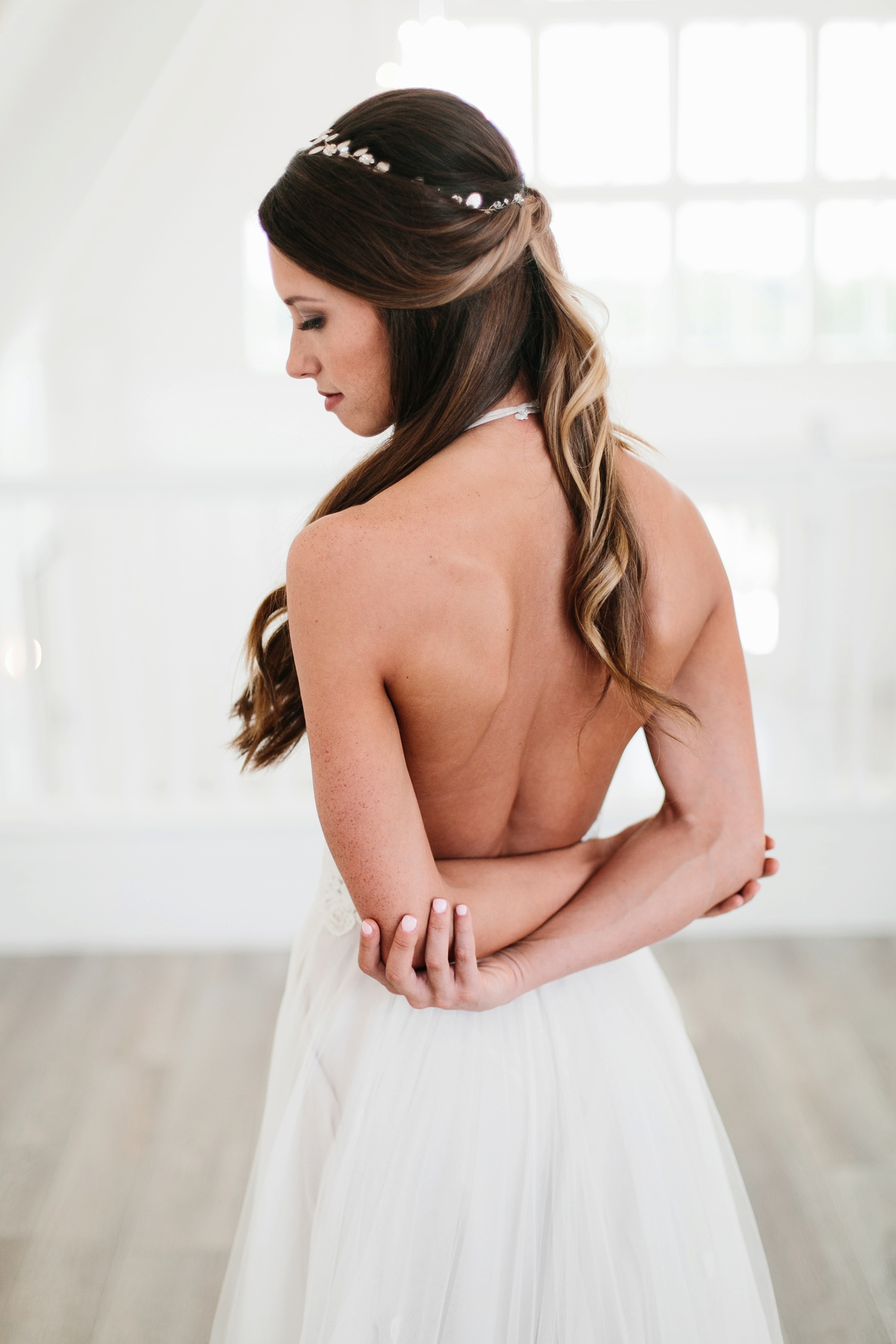 an all white minimialist style bridal session with burgundy and blush accents at The Nest at Ruth Farms in Ponder, Texas by North Texas Wedding Photographer Rachel Meagan Photography054