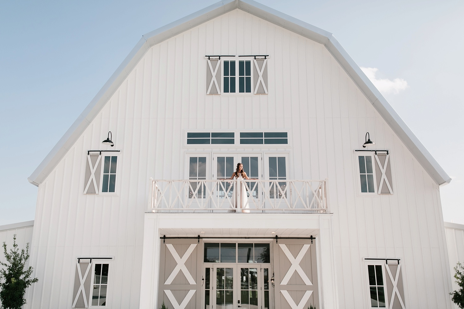 an all white minimialist style bridal session with burgundy and blush accents at The Nest at Ruth Farms in Ponder, Texas by North Texas Wedding Photographer Rachel Meagan Photography087