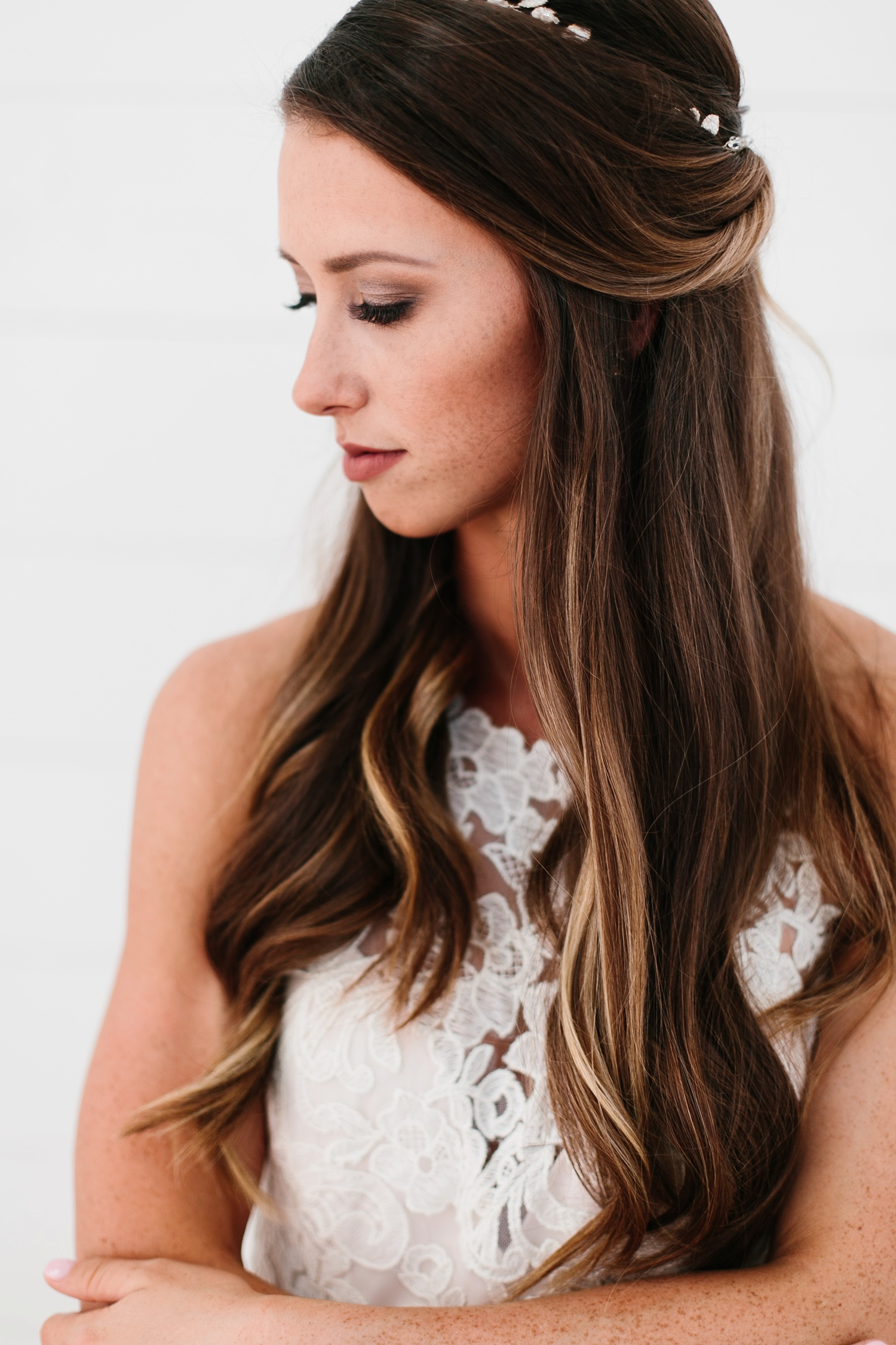 an all white minimialist style bridal session with burgundy and blush accents at The Nest at Ruth Farms in Ponder, Texas by North Texas Wedding Photographer Rachel Meagan Photography109