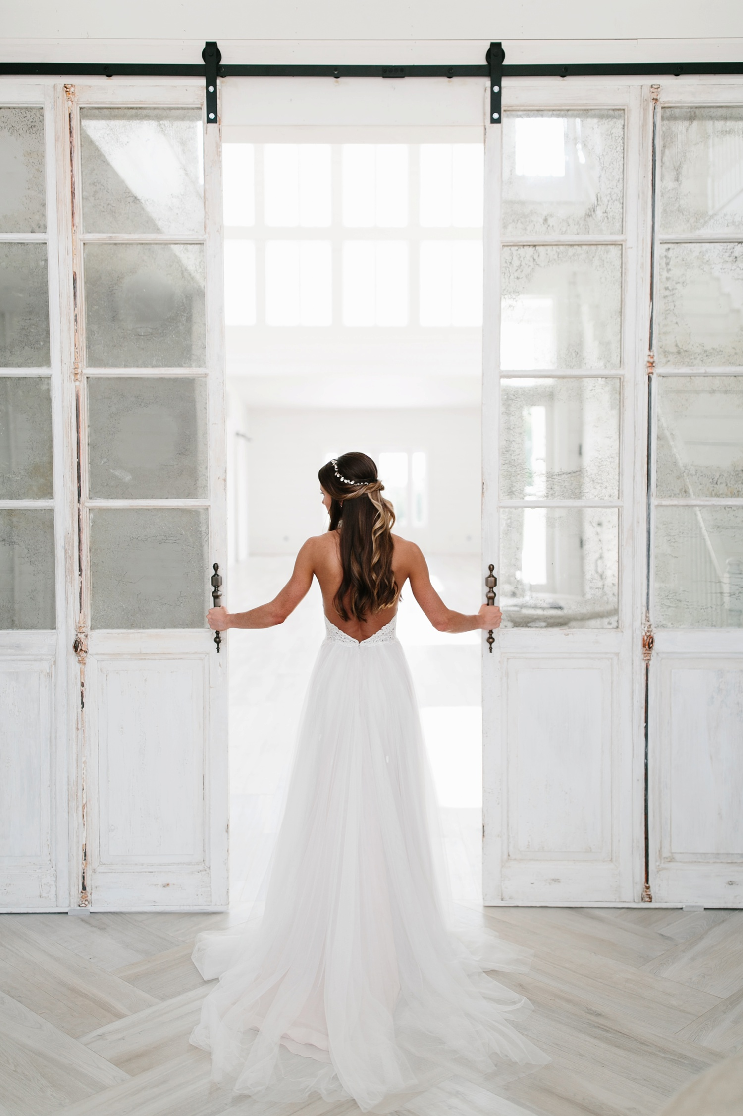 an all white minimialist style bridal session with burgundy and blush accents at The Nest at Ruth Farms in Ponder, Texas by North Texas Wedding Photographer Rachel Meagan Photography131