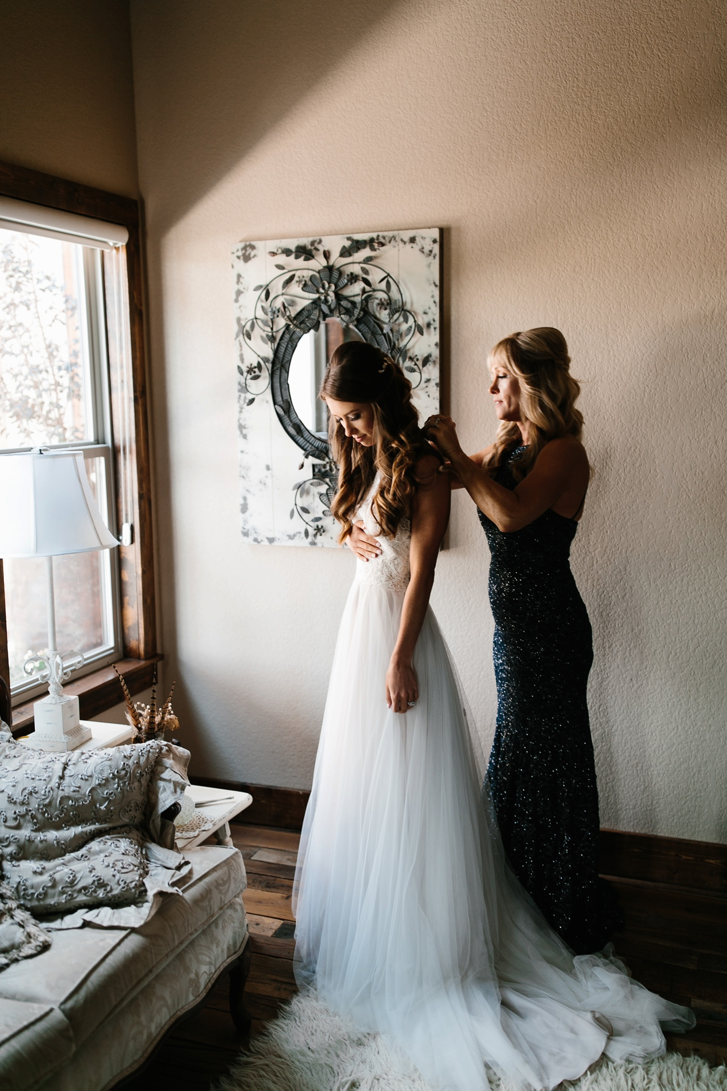 a passionate, emotion filled summer wedding with with navy and burgandy accents at The Brooks at Weatherford by North Texas Wedding Photographer, Rachel Meagan Photography _004