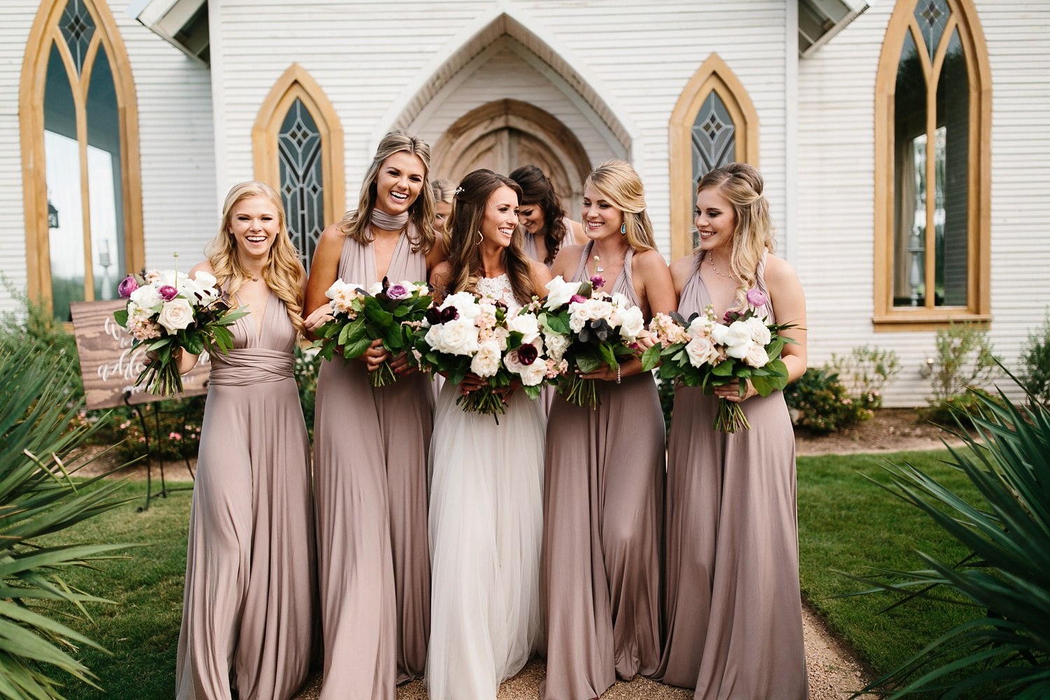 a passionate, emotion filled summer wedding with with navy and burgandy accents at The Brooks at Weatherford by North Texas Wedding Photographer, Rachel Meagan Photography _017