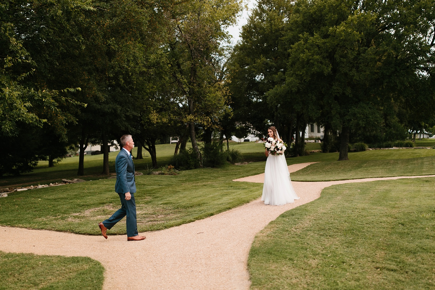 a passionate, emotion filled summer wedding with with navy and burgandy accents at The Brooks at Weatherford by North Texas Wedding Photographer, Rachel Meagan Photography _040