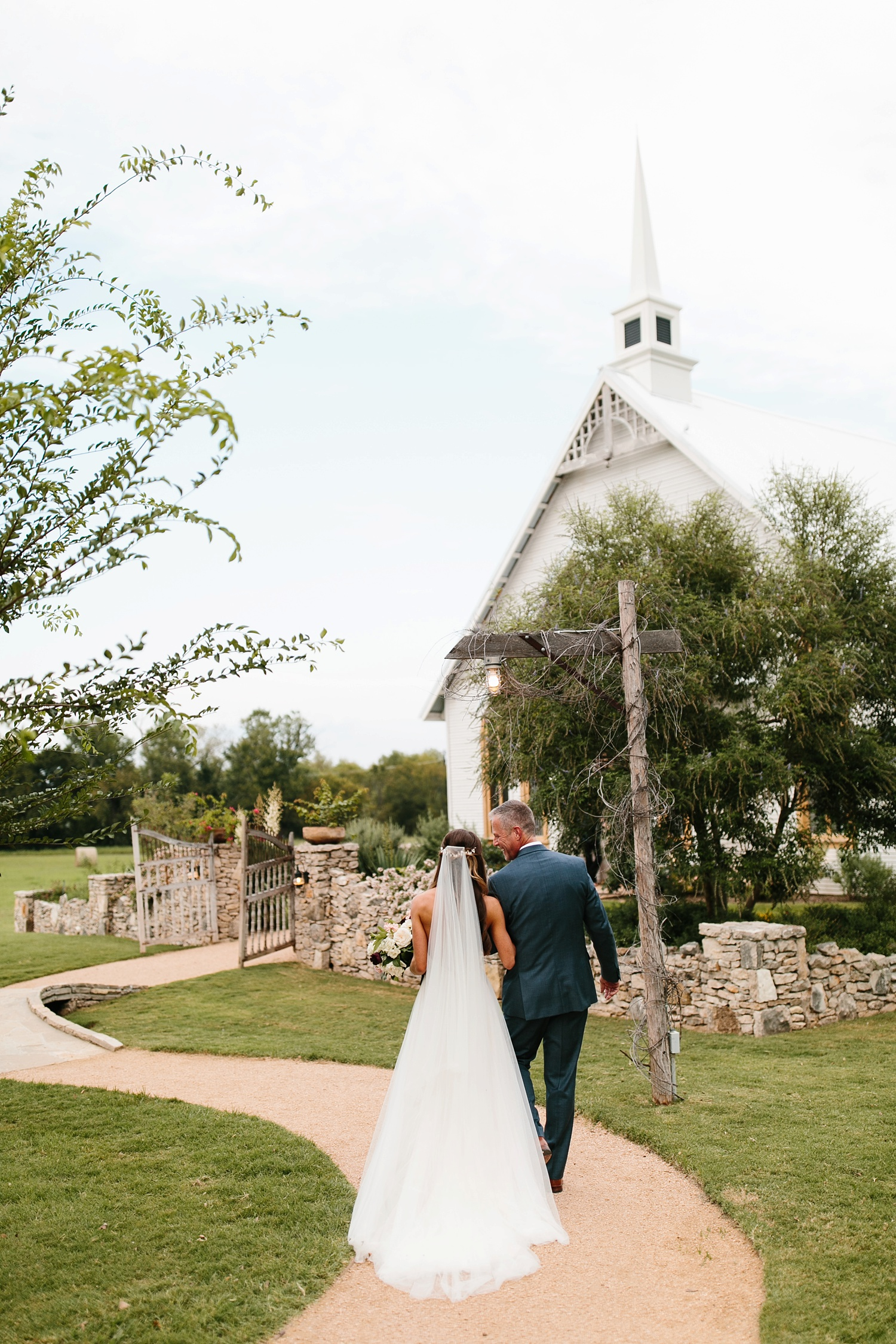 a passionate, emotion filled summer wedding with with navy and burgandy accents at The Brooks at Weatherford by North Texas Wedding Photographer, Rachel Meagan Photography _042