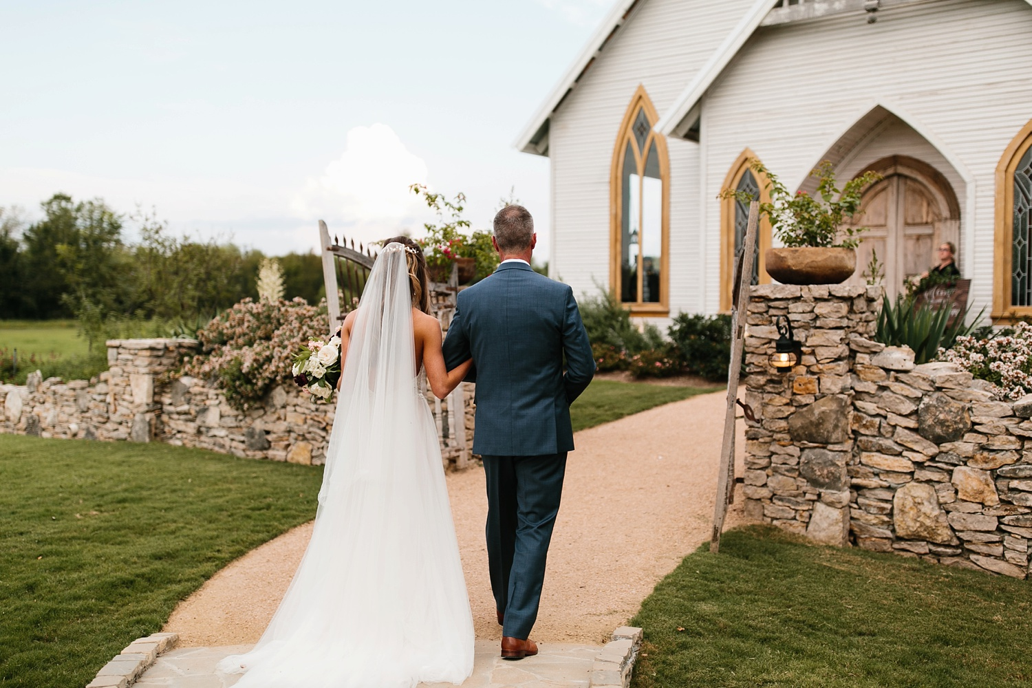 a passionate, emotion filled summer wedding with with navy and burgandy accents at The Brooks at Weatherford by North Texas Wedding Photographer, Rachel Meagan Photography _043