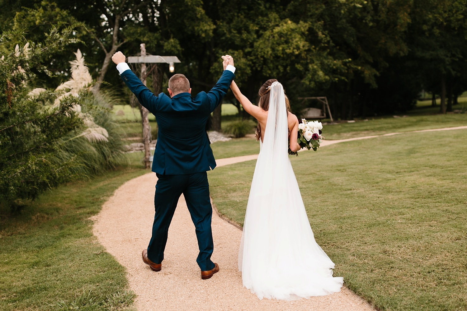 a passionate, emotion filled summer wedding with with navy and burgandy accents at The Brooks at Weatherford by North Texas Wedding Photographer, Rachel Meagan Photography _062
