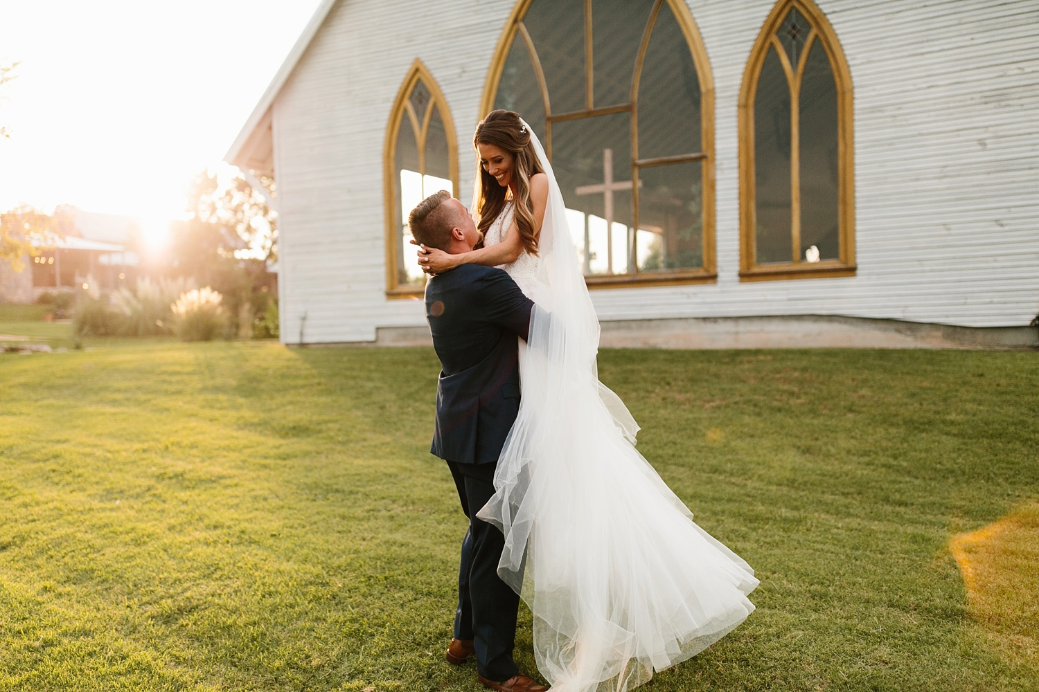 a passionate, emotion filled summer wedding with with navy and burgandy accents at The Brooks at Weatherford by North Texas Wedding Photographer, Rachel Meagan Photography _090